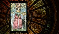 Значение карты Таро «Восьмерка Мечей»